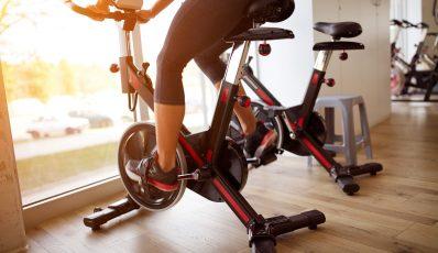 Magnetisches oder mechanisches stationäres Fahrrad
